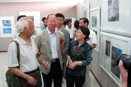 """周""""系列活动之一""""绿色环境-健康家园""""全国少儿版画作品展在东海县青少"""