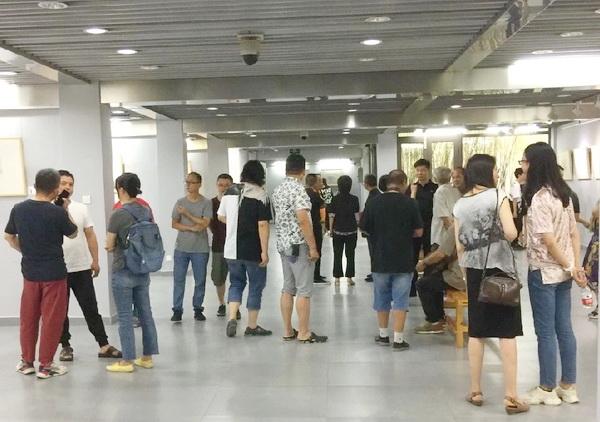 19-08-14顾忠兵速写作品展在南通开展 (5).JPG